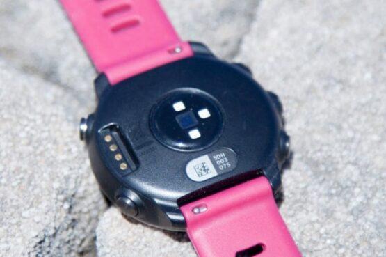 Forerunner 645 Music - Reloj de carrera con GPS, música y compatibilidad con Garmin Pay 12