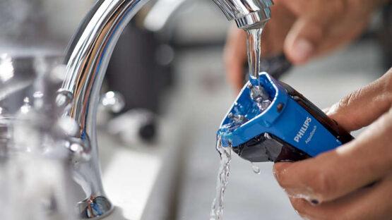 Afeitadora Eléctrica Philips AquaTouch Serie 1000 para Uso en Seco y Húmedo 8