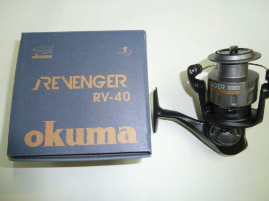 REEL FRONTAL OKUMA REVENGER40 1RUL-REL:4.5:1-CAP:200MX0.30M 4