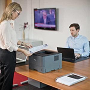 Impresora Laser Empresarial Brother HL5100 con Conectividad 4