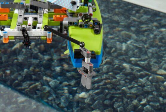 Lego Technic Catamaran 6