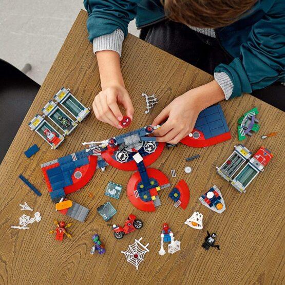 Lego Spiderman Ataque a la Guardia de Arañas 3