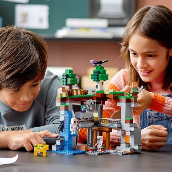 Lego Minecraft The First Adventure 4