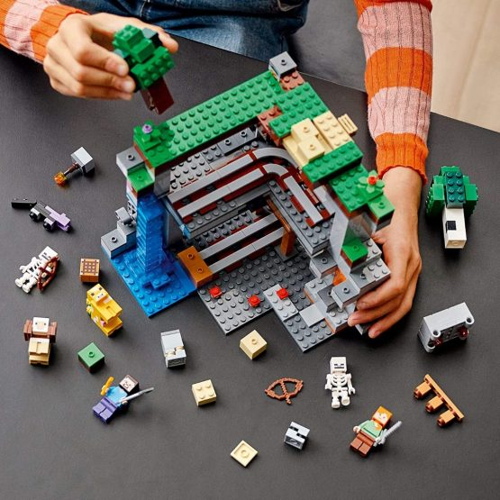 Lego Minecraft The First Adventure 7